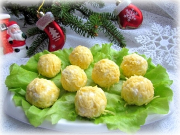Cheese rolls with piquant filling..
